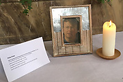Dag voorafgaand aan de Fotosessie met de koninklijke familie in Lech /// Day before the Photoshoot with the Dutch royal family in Lech .<br /> <br /> Op de foto/ On the photo: In het kerkje in lech is een herdenkinsgplek ingericht voor de vijf jaar geleden overleden prins Friso.