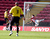 Photo: Leigh Quinnell.<br /> Watford v Sheffield United. Coca Cola Championship.<br /> 17/09/2005. Sheffield Uniteds Nick Montgomery cant keep out Darius Hendersons goal for Watford.