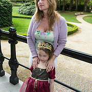 NLD/Baarn/20140423 - Perspresentatie Prinsessia, Claudia Schoemacher - van Zweden en dochter Livia