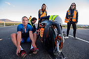 De avondruns op de vierde racedag. Het Human Power Team Delft en Amsterdam, dat bestaat uit studenten van de TU Delft en de VU Amsterdam, is in Amerika om tijdens de World Human Powered Speed Challenge in Nevada een poging te doen het wereldrecord snelfietsen voor vrouwen te verbreken met de VeloX 9, een gestroomlijnde ligfiets. Op 10 september 2019 verbreekt het team met Rosa Bas het record met 122,12 km/u. De Canadees Todd Reichert is de snelste man met 144,17 km/h sinds 2016.<br /> <br /> With the VeloX 9, a special recumbent bike, the Human Power Team Delft and Amsterdam, consisting of students of the TU Delft and the VU Amsterdam, wants to set a new woman's world record cycling in September at the World Human Powered Speed Challenge in Nevada. On 10 September 2019 the team with Rosa Bas a new world record with 122,12 km/u.  The fastest man is Todd Reichert with 144,17 km/h.