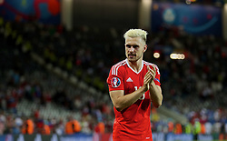 TOULOUSE, FRANCE - Monday, June 20, 2016: Wales' Aaron Ramsey celebrates the 3-0 victory over Russia and qualification for the knock-out stage during the final Group B UEFA Euro 2016 Championship match at Stadium de Toulouse. (Pic by David Rawcliffe/Propaganda)