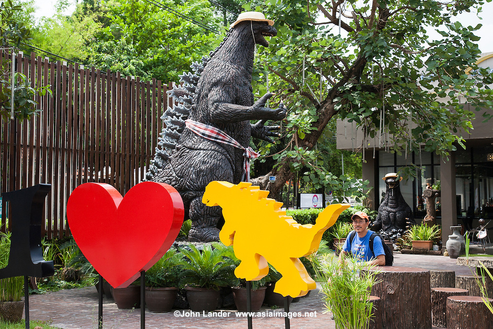 Godzilla Cafe is a garden cafe which is part of Shirayuri Japanese restaurant. It is one of the newest restaurants in Chiang Mai and is easy to find: you can spot the huge Godzilla in front of this place. If you come in the evening, you can enjoy the outdoor atmosphere as well as the huge Godzilla statues in the outdoor dining area.