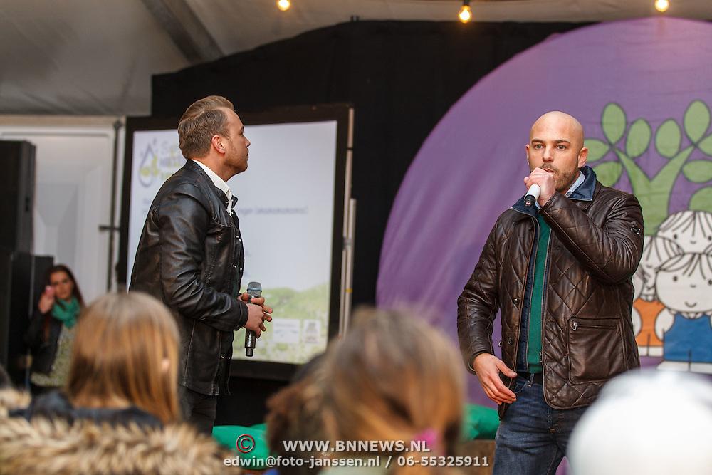 NLD/Almere/20150318 - Nationale Boomplantdag 2015, Jamai Loman en Luc Weegels