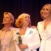 NLD/Rotterdam/20060923 - Premiere Willeke Alberti tour `Goud `, Frans Schraven, Willeke Alberti en Brigitte Nijman