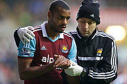 27.10.2013, Liberty Stadion, Swansea, ENG, Premier League, Swansea City vs West Ham United, 09. Runde, im Bild West Ham United's Ricardo Vaz Te goes off with an injury to his left wrist // during the English Premier League 09th round match between Swansea City AFC and West Ham United at the Liberty Stadion in Swansea, Great Britain on 2013/10/27. EXPA Pictures © 2013, PhotoCredit: EXPA/ Propagandaphoto/ David Rawcliffe<br /> <br /> *****ATTENTION - OUT of ENG, GBR*****