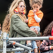 NLD/Breda/20180427 - 538 Koningsdag Breda 2018, Doutzen Kroes en dochter Myllena May