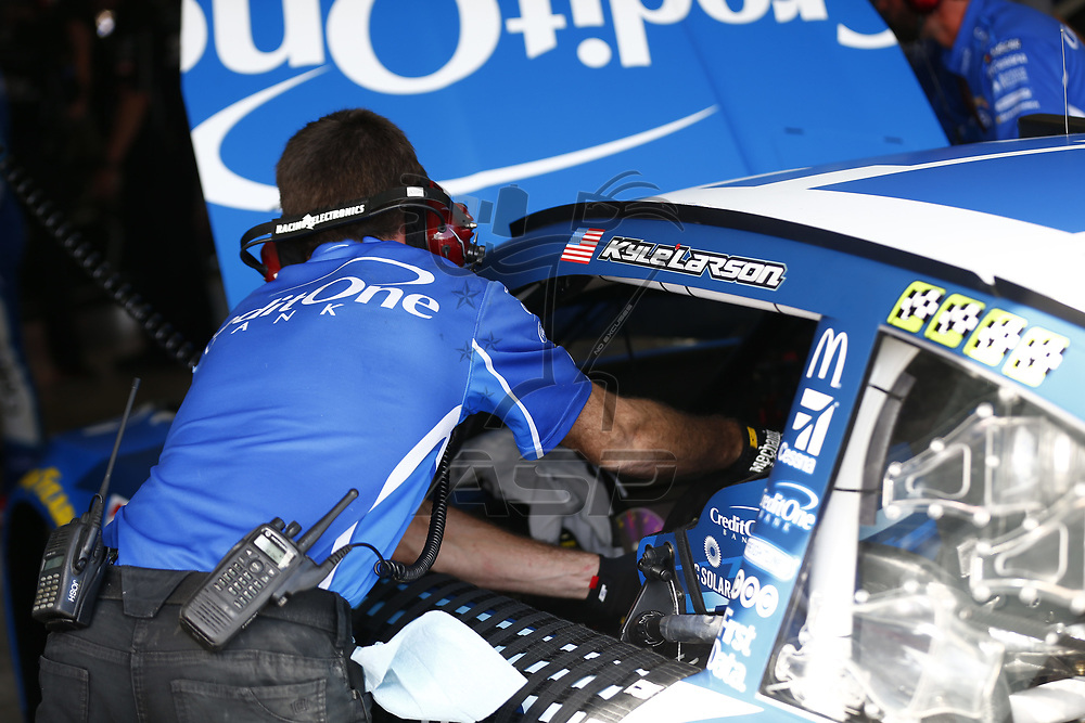 November 17, 2017 - Homestead, Florida, USA: \\{persons}\ hangs out n the garage during practice for Ford EcoBoost 400 at Homestead-Miami Speedway in Homestead, Florida.