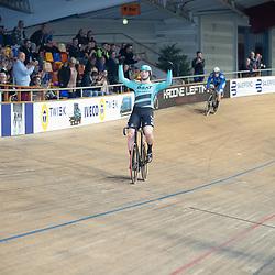 27-12-2019: Wielrennen: NK Baan: Alkmaar <br />Mathijs Buchli pakt de titel op de sprint door Jeffrey Hoogland in 3 ritten te klopopen