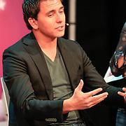 NLD/Amsterdam/20130116 - Vragenvuur kinderen tijdens Kidscollege 2013, zanger Jan Smit
