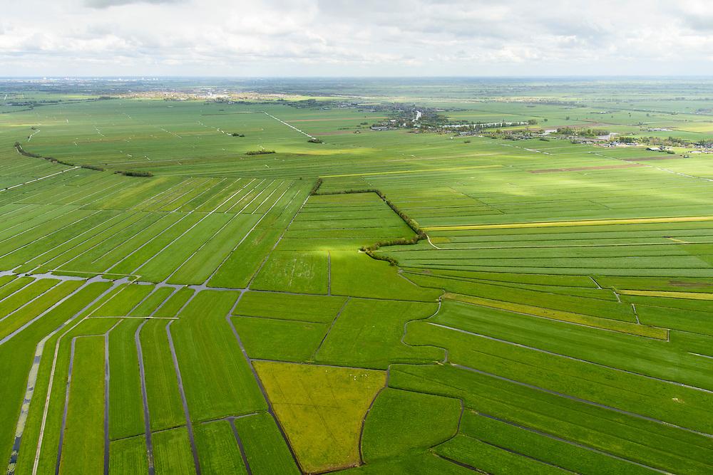 Nederland, Zuid-Holland, Gemeente Bodegraven, 28-04-2017; Noorzijderpolder, omgeving Zwammerdam, veenweidegebied tussen Bodegraven en Meije. Het landschap is ontstaan door het ontginnen van het veen (cope-ontginning). <br /> Polder and bog meadows area, created by the extraction of peat (land reclamation)<br /> <br /> luchtfoto (toeslag op standard tarieven);<br /> aerial photo (additional fee required);<br /> copyright foto/photo Siebe Swart