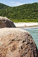 Praia dos Naufragados. Florianópolis, Santa Catarina, Brasil. / Naufragados Beach. Florianopolis, Santa Catarina, Brazil.