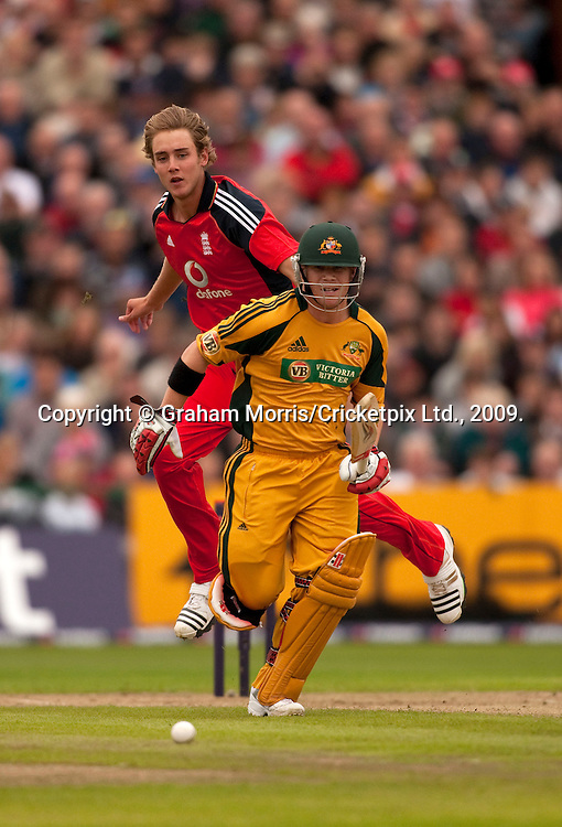 David Warner in past bowler Stuart Broad during the first international Twenty20 match between England and Australia at Old Trafford, Manchester. Photo © Graham Morris (Tel: +44(0)20 8969 4192 Email: sales@cricketpix.com)