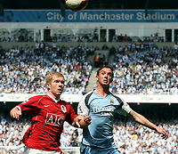 Photo: Paul Thomas.<br /> Manchester City v Manchester United. The Barclays Premiership. 05/05/2007.<br /> <br /> Paul Scholes (L) of Utd battles with Stephen Ireland.