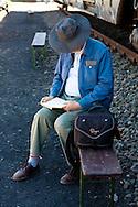 DEU, Germnay, Ruhr area, Bochum, man is reading in a book...DEU, Deutschland, Ruhrgebiet, Mann liest in einem Buch.