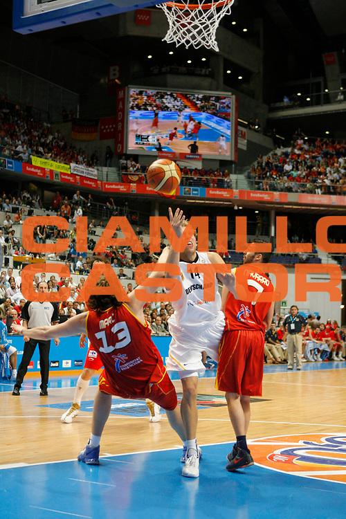 DESCRIZIONE : Madrid Spagna Spain Eurobasket Men 2007 Quarter Final Quarti di Finale Spagna Germania Spain Germany <br /> GIOCATORE : Dirk Nowitzki<br /> SQUADRA : Germania Germany<br /> EVENTO : Eurobasket Men 2007 Campionati Europei Uomini 2007 <br /> GARA :  Spagna Germania Spain Germany <br /> DATA : 13/09/2007 <br /> CATEGORIA : Tiro<br /> SPORT : Pallacanestro <br /> AUTORE : Ciamillo&amp;Castoria/T.Wiedensohler<br /> Galleria : Eurobasket Men 2007 <br /> Fotonotizia : Madrid Spagna Spain Eurobasket Men 2007 Quarter Final Quarti di Finale  Spagna Germania Spain Germany<br /> Predefinita :