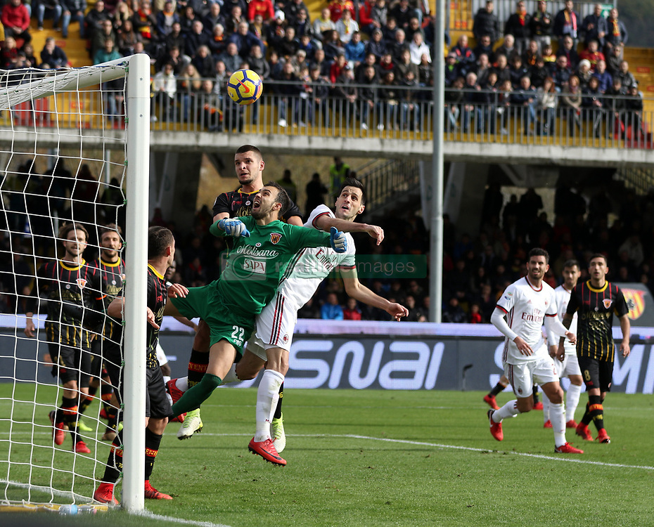December 3, 2017 - Benevento, Campania/Napoli, Italy - Benevento, Italy. December 3, 2017:.Benevento goalkeeper Alberto Brignoli tries to save the header of Gaetano Bonaventura who will score. The Benevento after 14 losses manages to equalize and make the first point in Serie A  (Credit Image: © Fabio Sasso/Pacific Press via ZUMA Wire)