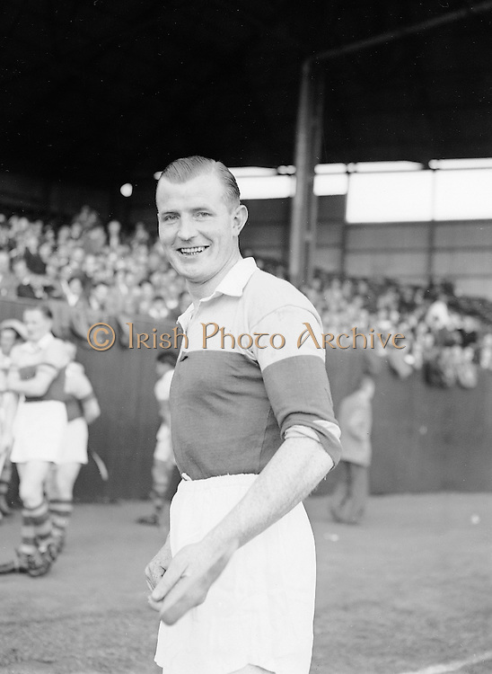 Neg No:.569/7823-7826...8081954AISHCSF1...08.08.1954...All Ireland Senior Hurling Championship - Semi-Final..Wexford.12-17.Antrim.2-3.