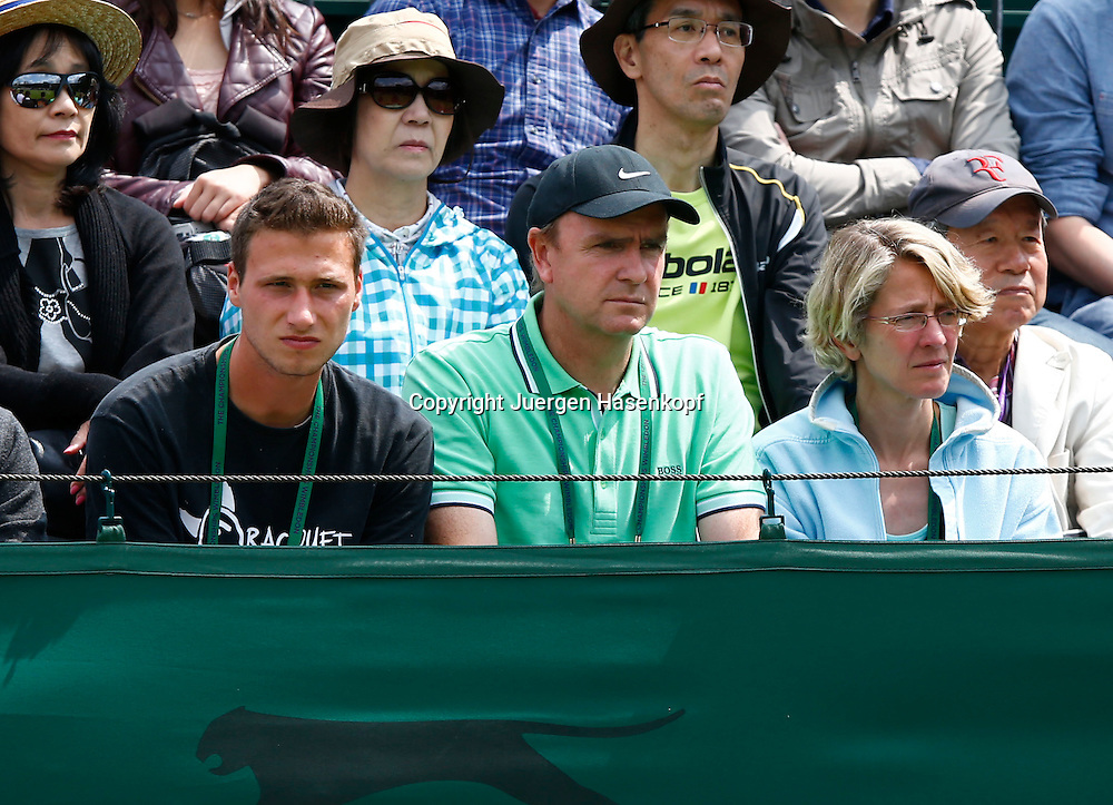 Wimbledon Championships 2013, AELTC,London,<br /> ITF Grand Slam Tennis Tournament,Carina Witthoeft(GER) Eltern, Vater Kai,Mutter Gabriele und ganz links Freund Phillip Lang sitzen als Zuschauer auf der Tribuene,Halbkoerper,Querformat,privat,Feature,