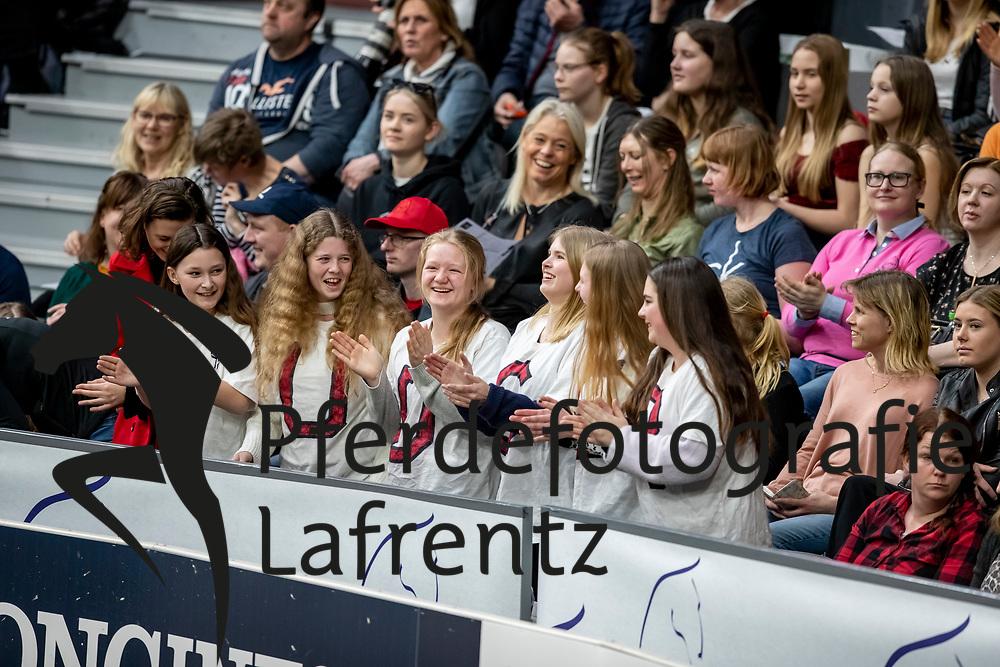 Fans<br /> Göteborg - Gothenburg Horse Show 2019 <br /> Longines FEI World Cup™ Final II<br /> Int. jumping competition with jump-off (1.50 - 1.60 m)<br /> Longines FEI Jumping World Cup™ Final and FEI Dressage World Cup™ Final<br /> 05. April 2019<br /> © www.sportfotos-lafrentz.de/Stefan Lafrentz