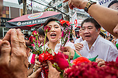 Yingluck Shinawatra Campaigns for Pongsapat Pongcharoen