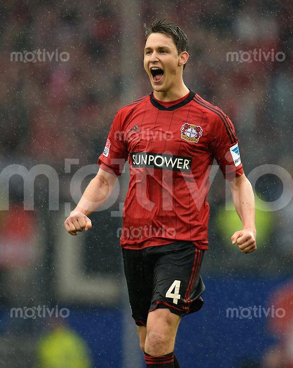 FUSSBALL   1. BUNDESLIGA   SAISON 2012/2013    34. SPIELTAG Hamburger SV - Bayer 04 Leverkusen                      18.05.2013 Philipp Wollscheid (Bayer 04 Leverkusen) jubelt nach dem Abpfiff