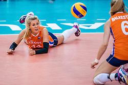01-10-2017 AZE: Final CEV European Volleyball Nederland - Servie, Baku<br /> Nederland verliest opnieuw de finale op een EK. Servi&euml; was met 3-1 te sterk / Laura Dijkema #14 of Netherlands