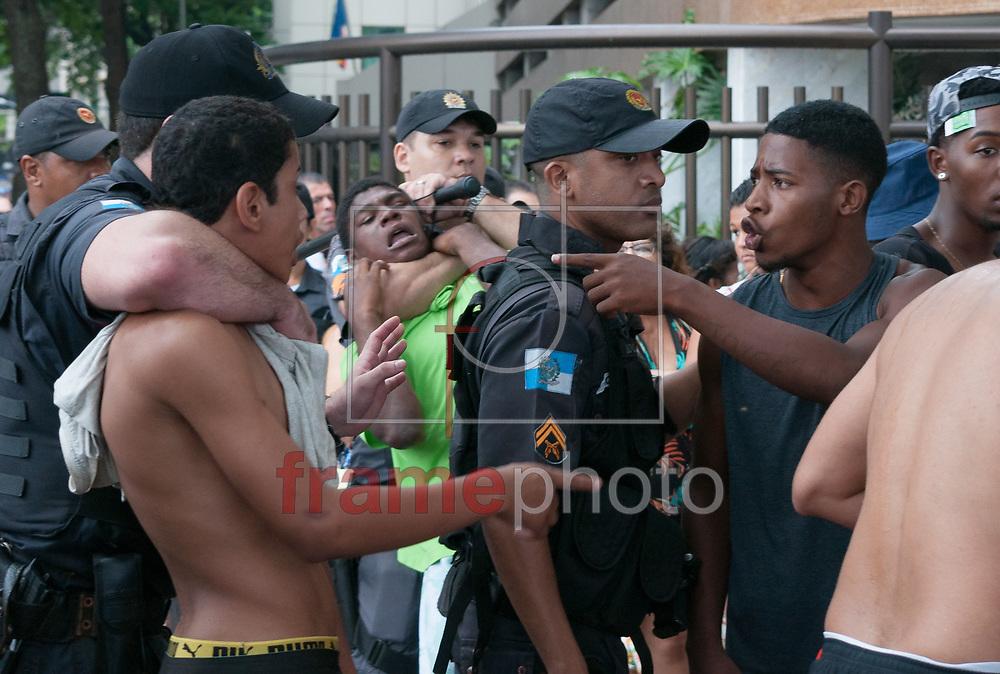 Tentativa de assalto na 22 Parada LGBTI, na tarde deste domingo(19), em Copacabana, Zona Sul, RJ. Foto: Elder Moraes/Framephoto