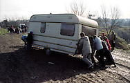 Roma   6 Febbraio 2003.Le forze dell'ordine,  sgomberano il campo rom  di via Torre Salaria,  abitato da rom romeni.Rome, February 6, 2003.The police vacated the Roma camp in Via Torre Salaria, inhabited by Roma Romanians