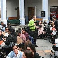 Toluca, México.- Organizaciones sociales del Estado de México anunciaron la creación de una red que buscara sumar esfuerzos para atender problemas y necesidades urgentes de la población, como empleo, salud, educación y vivienda emergente para grupos vulnerables.  Agencia MVT / José Hernández