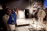 Roma  29.04.2011 - Beatificazione di Papa Giovanni Paolo II. Roma si prepara ad accogliere le migliaia di fedeli che parteciperanno alla beatificazione di Papa Wojtyla..Nella Foto: Gruppi di fedeli all'interno del Museo della vita di Papa Wojtyla allestito nella Città del Vaticano..Photo by Giovanni Marino/OTNPhotos . Obligatory Credit