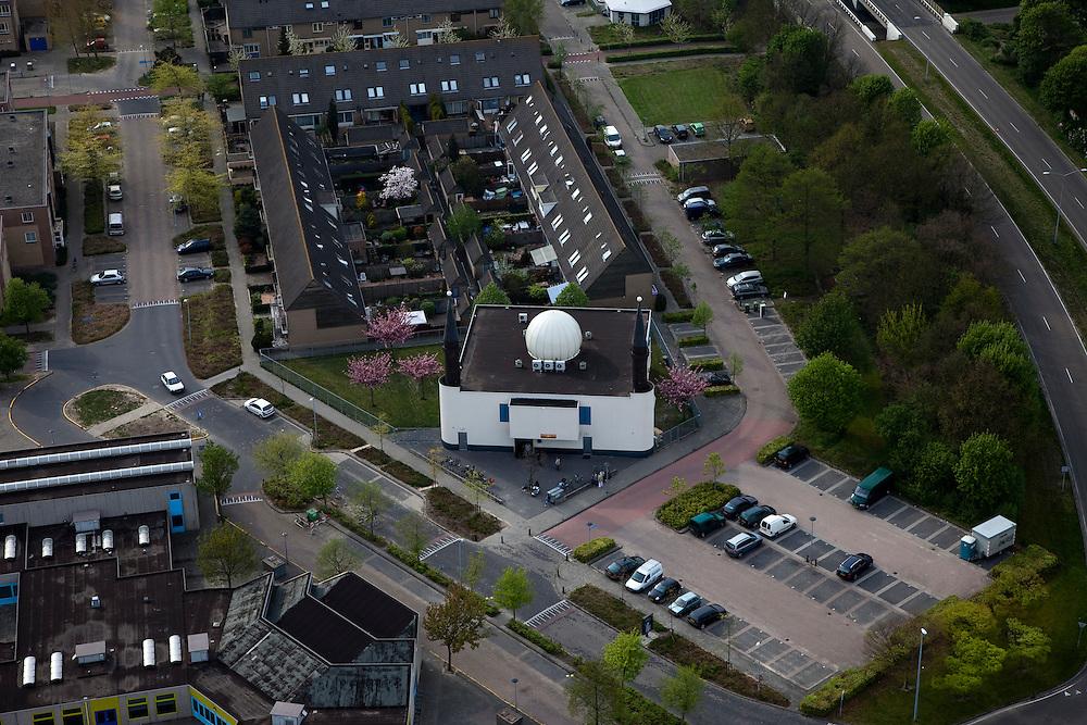 Nederland, Flevoland, Almere, 28-04-2010; Moskee Abu Bakr, Marokaans..Abu Bakr Mosque, Moroccan.luchtfoto (toeslag), aerial photo (additional fee required).foto/photo Siebe Swart