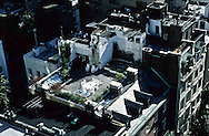 New York. elevated view on a terrace with garden on roof top . Manhattan  New York  Usa /  terrace jardin sur les toits de Manhattan  New York  USa