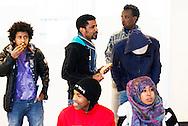 AMSTERDAM - Vluchtelingen leven in de vluchtkerk in Amsterdam het dagelijks leven  nederlands leren les ,  . COPYRIGHT ROBIN UTRECHT