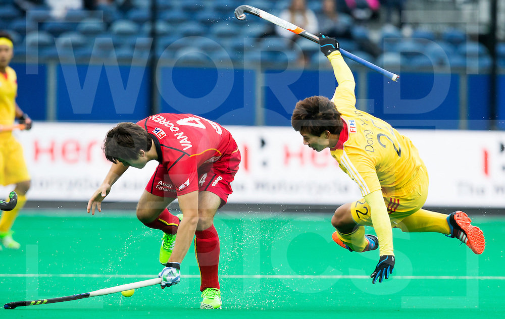 ANTWERP -    Arthur van Doren (l) from Belgium and the Chinees Yang Dong during  the match of the men  Belgium v China.  WSP COPYRIGHT KOEN SUYK