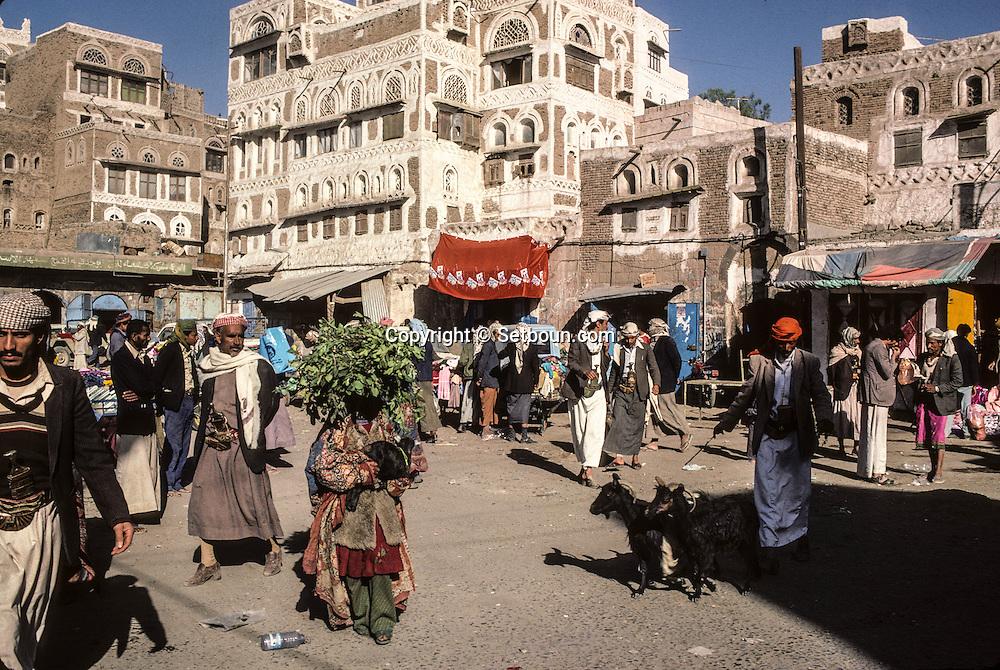 Yemen. Sanaa. in the streets       /   scènes de rue a Sanaa