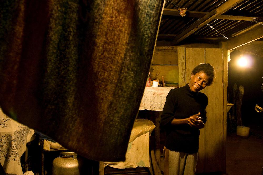 Juiz de Fora_MG, Brasil...Mulher em uma casa beneficiada pela eletrificacao rual  na zona rural de Juiz de Fora...A woman in a house as received rural electrification in the rural area in Juiz de Fora...Foto: LEO DRUMOND / NITRO..