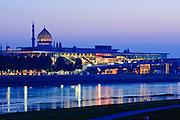 Elbe, Kongresszentrum, Yenidze  bei Dämmerung,  Dresden, Sachsen, Deutschland.|.river Elbe, congress center, Yenidze at night, Dresden, Germany