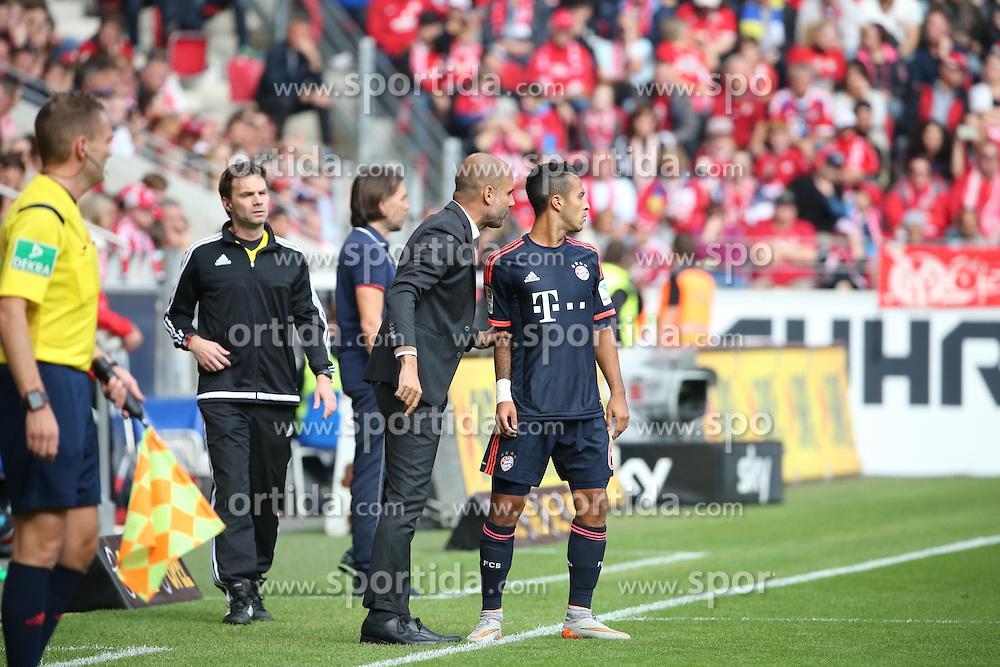 26.09.2015, Coface Arena, Mainz, GER, 1. FBL, 1. FSV Mainz 05 vs FC Bayern Muenchen, 7. Runde, im Bild v.l.: Bayern-Trainer Pep Guardiola und Thiago // during the German Bundesliga 7th round match between 1. FSV Mainz 05 and FC Bayern Munich at the Coface Arena in Mainz, Germany on 2015/09/26. EXPA Pictures &copy; 2015, PhotoCredit: EXPA/ Eibner-Pressefoto/ Neurohr<br /> <br /> *****ATTENTION - OUT of GER*****