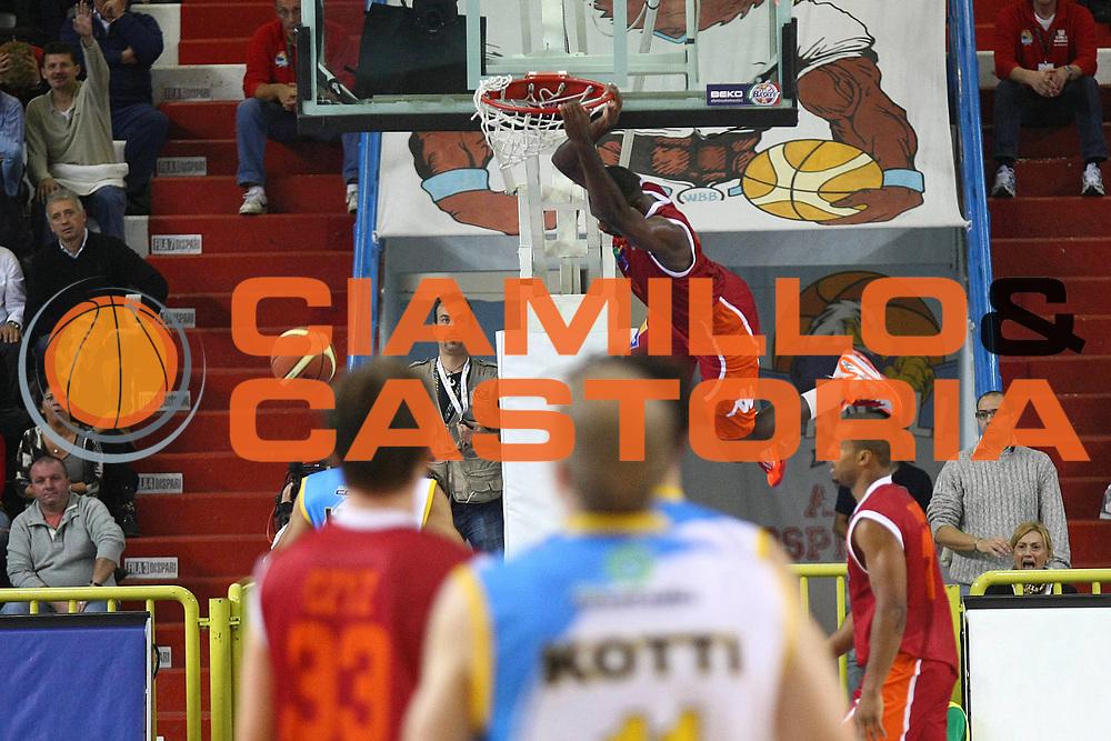 DESCRIZIONE : Cremona Lega A 2012-2013 Vanoli Cremona Acea Roma<br /> GIOCATORE : Bobby Jones<br /> SQUADRA : Acea Roma<br /> EVENTO : Campionato Lega A 2012-2013<br /> GARA : Vanoli Cremona Acea Roma<br /> DATA : 04/11/2012<br /> CATEGORIA : Schiacciata<br /> SPORT : Pallacanestro<br /> AUTORE : Agenzia Ciamillo-Castoria/F.Zovadelli<br /> GALLERIA : Lega Basket A 2012-2013<br /> FOTONOTIZIA : Cremona Campionato Italiano Lega A 2012-13 Vanoli Cremona Acea Roma<br /> PREDEFINITA :