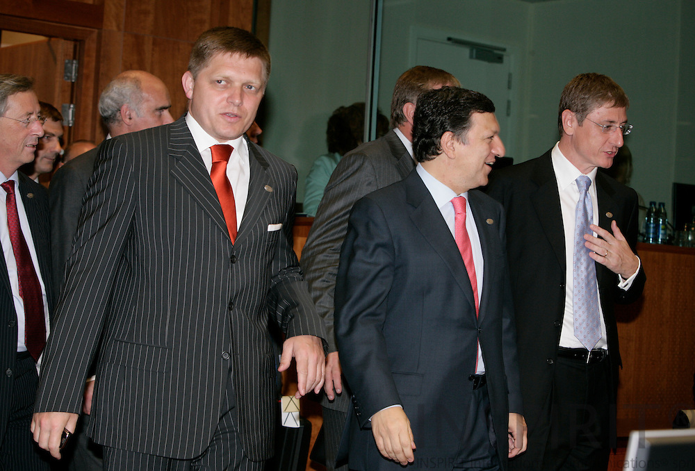 BRUSSELS - BELGIUM - 21 JUNE 2007 -- EU-SUMMIT Tour de Table -- From left the Slovakian Prime Minister Robert FICO, the Commission President Jose Manuel BARROSO and The Hungarian Prime Minister Ferenc GYURCSANY.  Photo: Erik Luntang