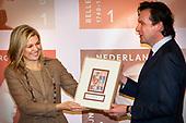 Maxima ontvangt postzegels 1001 Vrouwen