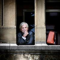Nederland,Amsterdam ,3 oktober 2008..Ton de Swaan, lid Raad van Commissarissen Corporate Express NV, Koninklijke Ahold NV en Van Lanschot Bankiers NV..snel na zijn pensioen een forse commissariatenportefeuille opgebouwd. Behalve drie AEX-fondsen ziet De Swaan toe op de gang van zaken bij de Bossche bankier Van Lanschot. Prestigieus is zijn commissariaat bij de grote Britse farmaceut GlaxoSmithKline, waar hij Reed Elsevier-topman Crispin Davis (36) tegenkomt. In Zwitserland heeft De Swaan ook nog een klus: hij is commissaris bij Zürich Financial Services..Actief is hij verder in de muziek- en kunstwereld. Zowel bij de Nederlandse Opera, het Muziektheater als het Concertgebouworkest is De Swaan bestuurslid..Nevenfuncties,Lid Raad van Commissarissen Ahold, Lid Raad van Commissarissen DSM, Voorzitter Raad van Commissarissen Van Lanschot...Ton de Swaan, member of Board of Corporate Express NV, Koninklijke Ahold NV and Van Lanschot Bankers NV.