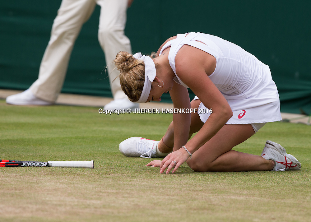 TIMEA BACSINSZKY (SUI) rutscht aus und faellt zu Boden, Verletzung,<br /> <br /> Tennis - Wimbledon 2016 - Grand Slam ITF / ATP / WTA -  AELTC - London -  - Great Britain  - 3 July 2016.