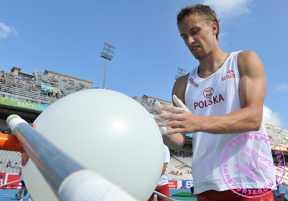 LUKASZ MICHALSKI (POLAND) PREPARES BEFORE THE MEN'S POLE VAULT FINAL DURING THE 2010 EUROPEAN ATHLETICS CHAMPIONSHIPS AT OLYMPIC STADIUM IN BARCELONA, SPAIN...SPAIN , BARCELONA , JULY 31, 2010..( PHOTO BY ADAM NURKIEWICZ / MEDIASPORT )..PICTURE ALSO AVAIBLE IN RAW OR TIFF FORMAT ON SPECIAL REQUEST.