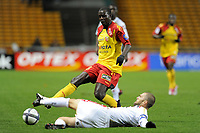FOOTBALL - FRENCH CHAMPIONSHIP 2010/2011 - L1 - RC LENS v OGC NICE - 23/10/2010 - PHOTO JEAN MARIE HERVIO / DPPI - KANGA AKALE (RCL) / JULIEN SABLE (OGCN)