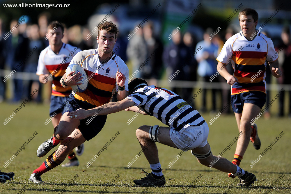 Rory Ferguson of John McGlashan looks for a gap in the defence, during the Otago Secondary Schools playoff match between John McGlashan 1st XV and Otago Boys High School 1st XV, held at Bishops Court, Dunedin, New Zealand. 13 August 2016. Credit: Joe Allison / allisonimages.co.nz