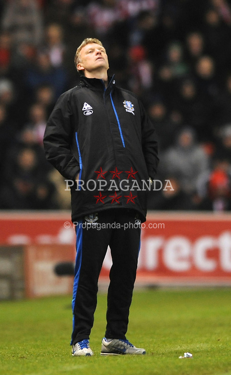 STOKE-ON-TRENT, ENGLAND - Saturday, January 1, 2011: Everton manager David Moyes looks dejected during the Premiership match at the Britannia Stadium. (Photo by Chris Brunskill/Propaganda)