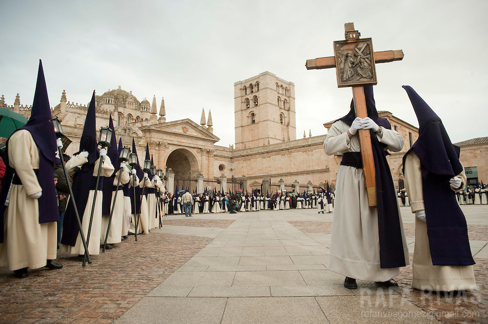 Via Crucix procession during Holy Week in the Northwestern Spanish town of Zamora, on April 19, 2011. Photo Rafa Rivas