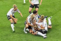 30-06-2011 VOETBAL: FIFA WOMENS WORLDCUP 2011 GERMANY - NIGERIA: FRANKFURT<br /> Torjubel / Jubel  nach dem 1:0 durch Simone Laudehr (GER #06, Duisburg) mit ihren Teamkolleginnen<br /> ***NETHERLANDS ONLY***<br /> ©2011-FRH- NPH/Mueller