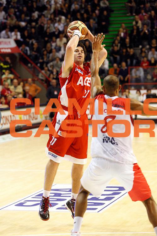 DESCRIZIONE : Pistoia Lega A2 2009-10 Carmatic Pistoia Banco Aget Imola<br /> GIOCATORE : Amoroso Ryan <br /> SQUADRA : Aget Imola<br /> EVENTO : Campionato Lega A2 2009-2010<br /> GARA : Carmatic Pistoia Banco Sardegna Sassari<br /> DATA : 17/10/2009<br /> CATEGORIA : Tiro<br /> SPORT : Pallacanestro<br /> AUTORE : Agenzia Ciamillo-Castoria/Stefano D'Errico<br /> Galleria : Lega Basket A2 2009-2010 <br /> Fotonotizia : Pistoia Lega A2 2009-2010 Carmatic Pistoia Aget Imola<br /> Predefinita :